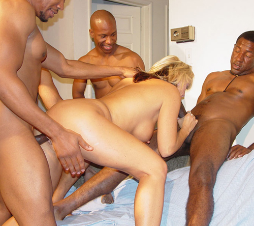 A bunch of black guys banged a white slut on blowbang cumbang blog